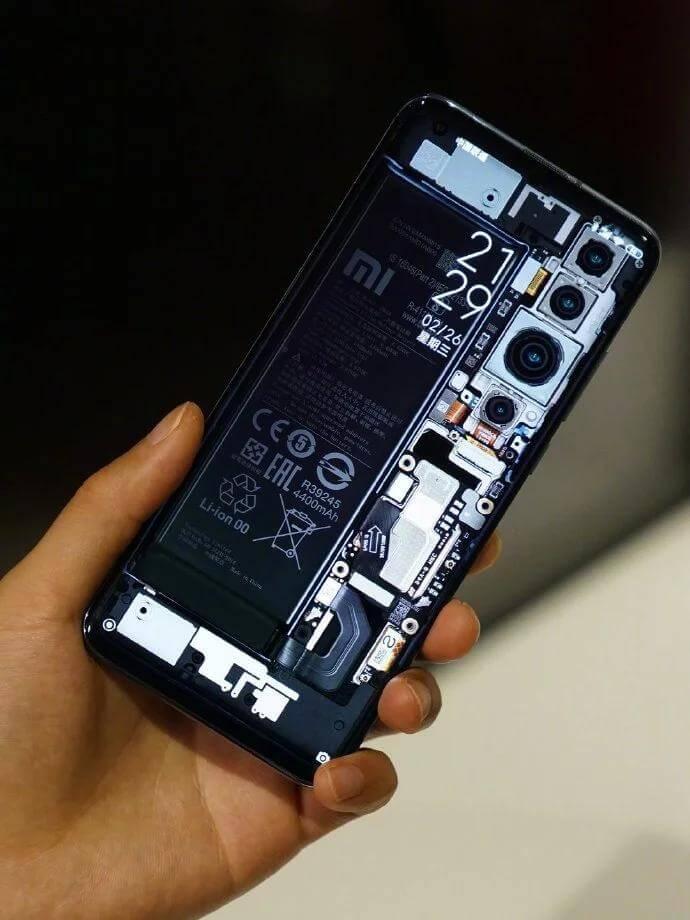 Основатель Xiaomi показал Mi 10 с прозрачной крышкой